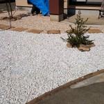 お庭にはお客様にて砕石を敷き詰めて頂きました
